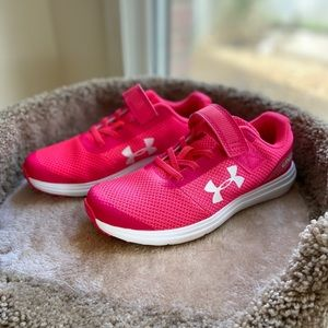 Girls youth Under Armour gym shoes 2.5 youth
